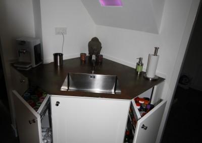 Zwevende keuken, spoelbak: RVS, blad: geroest staal