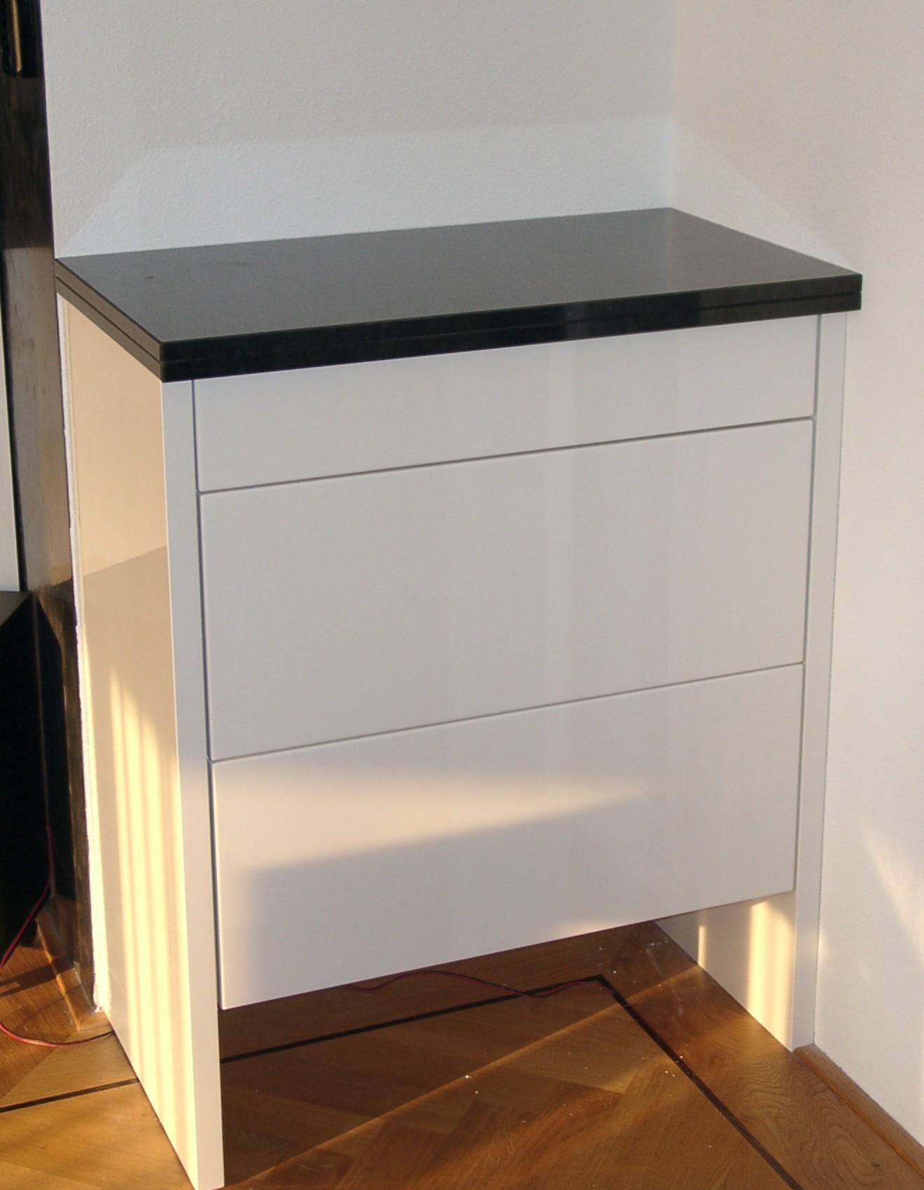 Keukenkastje met twee laden, voor koffiezet-apparaat