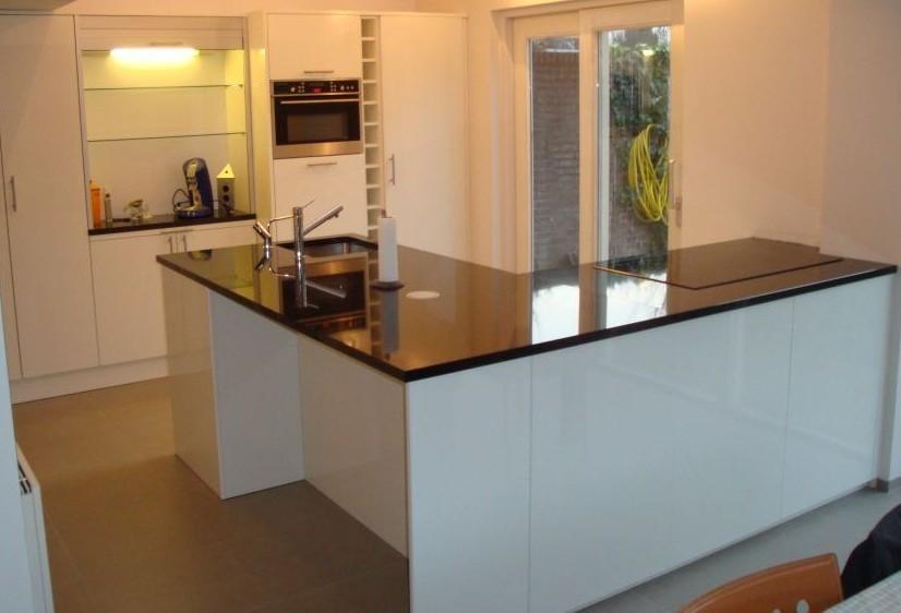 Maatwerk keuken in kleine ruimte met laag plafond