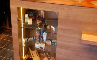 Schoenmaker en schoenen- en tassenzaak, toonbank met geroest stalen bovenblad, ontwerp: Wagemansdesignstudio