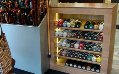 Schoenmaker en schoenen- en tassenzaak; interieur, ontwerp: Wagemans-designstudio