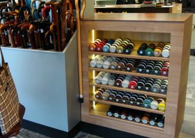 Schoenmaker en schoenen- en tassenzaak; interieur, ontwerp: Wagemans Design Studio