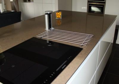 Greeploze keuken, wit hoogglans gepolijst, 13 mm. dik composietblad