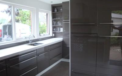 Keuken, hoogglans gespoten in taupe kleur