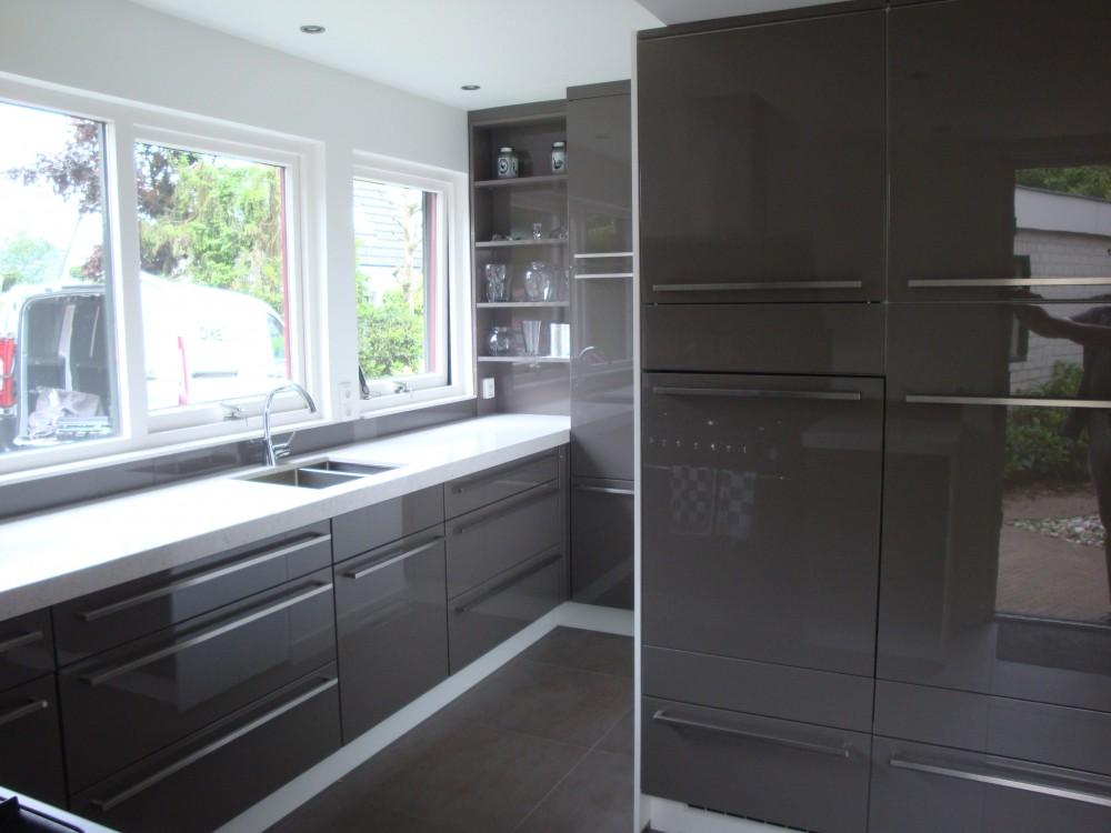 Witte Keuken Taupe Muur : Keuken Taupe Kleur : Keuken, hoogglans gespoten in taupe kleur