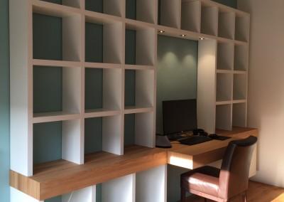 Hangende boekenbureaukast met ledverlichting, blad massief eiken