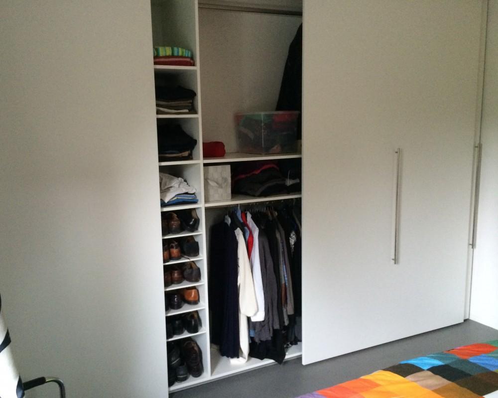 Wandvullende kledingkast met XL-deuren