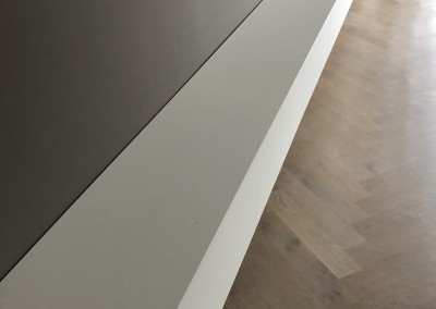 Zwevend dressoir 7 meter lang, materiaal gemelamineerde plaat wit, extreem mat, vinger- en vlekvrij