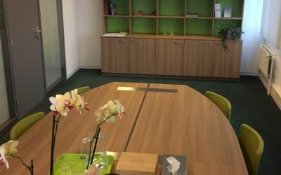 Vergader tafel eiken met rvs poot, ontwerp Wagemans Design Studio