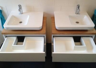 Upgrade bestaand badkamermeubel, gebouwd onder bestaande wastafels met asymmetrische syphons