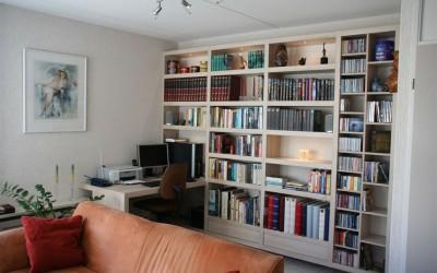 Zwevende boekenkast met bureau, materiaal: gemelamineerde plaat, kleur: Acacia kaneel