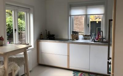Keuken met ahornhout, blad topcore ash grey