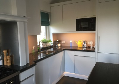 Bestaande keuken, fronten vervangen, alle verlichting vervangen door ledverlichting
