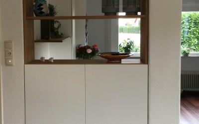 Wandmeubel: wit gemelamineerd en massief eiken