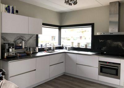 Keuken, materiaal fenix extra mat, nano gecoat, vlekvrij en krasbestendig, geeft geen glimvlekken bij schoonmaken