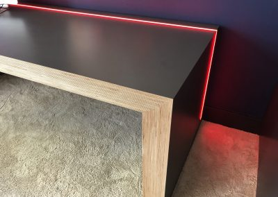 Detail bureau: LED-verlichting in bureaublad