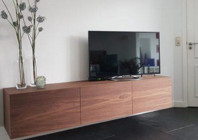 Zwevend dressoir / TV-meubel, materiaal notenfineer