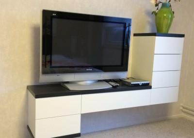 TV-meubel op slaapkamer, in kleur gespoten front