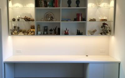 Bureau en vitrinekast