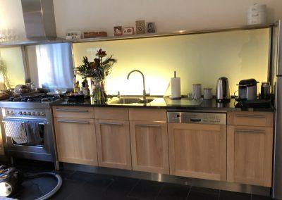 Fronten bestaande keuken vervangen, materiaal: massief eiken
