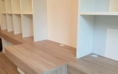 Vrijhangende boekenbureaukast, detail, kast 3,5 m lang, blad eiken