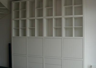 Hangende wandkast met flexibele indeling; kast push2open, ladenblok push2open, kruisvak of T-vak fronten in kleur gespoten MDF