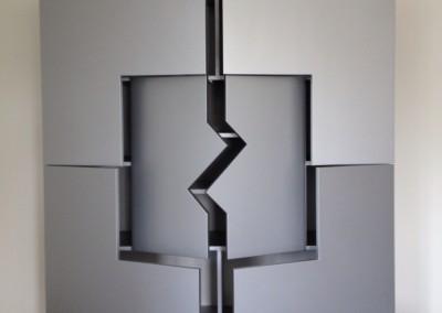 """Wandmeubel met laden en deuren """"ton sur ton""""gespoten, opdracht: Ans Art Arnhem, ontwerp: Drikus Bos"""